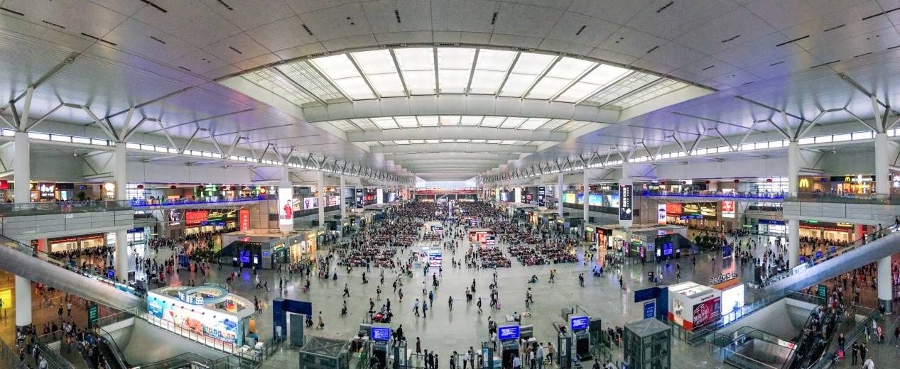 The inside of Shanghai Hongqiao Railway Station